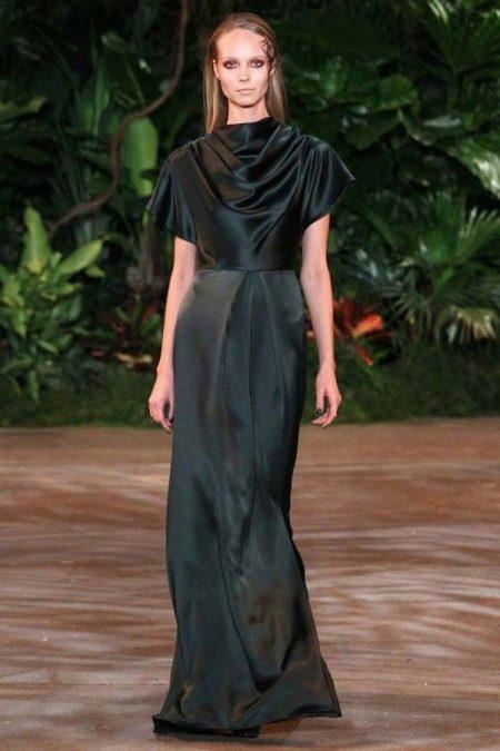 Шелковое платье с короткими рукавами