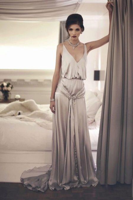 Красивое нарядное шелковое платье