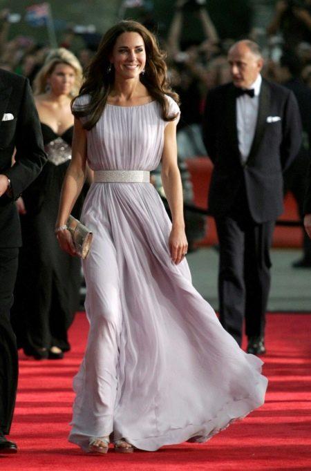 Красивое длинное шелковое платье Кейт Миддлтон
