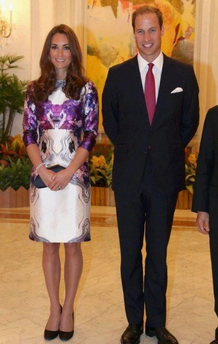 Шелковое платье бело-фиолетовое Кейт Миддлтон длины миди