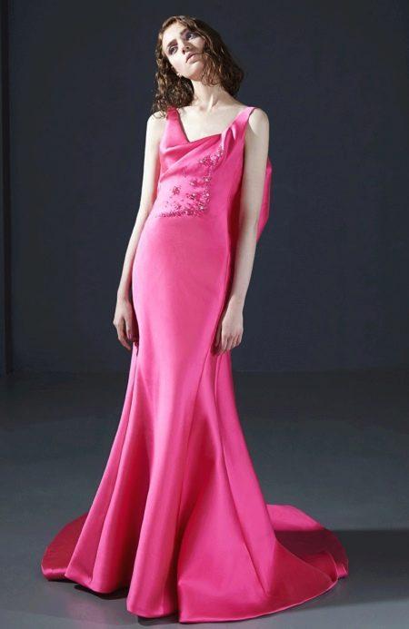 Розовое шелковое платье