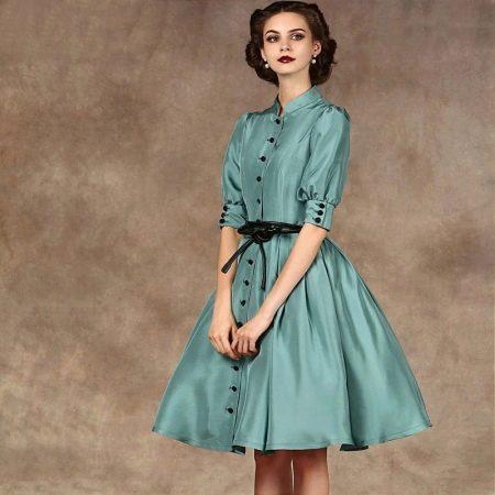 Короткое платье из шелка а-силуэта