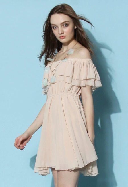Телесное платье с рюшами