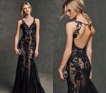 Платье телесного цвета с черным кружевом с эффектом обнаженного тела