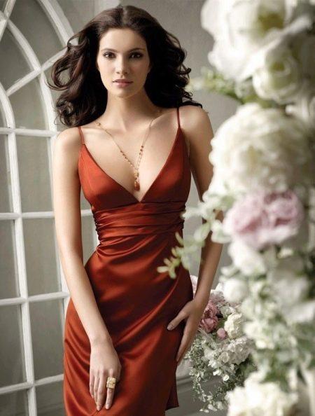 Сексуальное терракотовое платье с глубоким декольте
