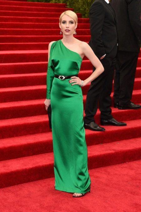 Зеленое платье на одно плечо