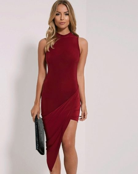 Асимметричное вечернее платье красного цвета