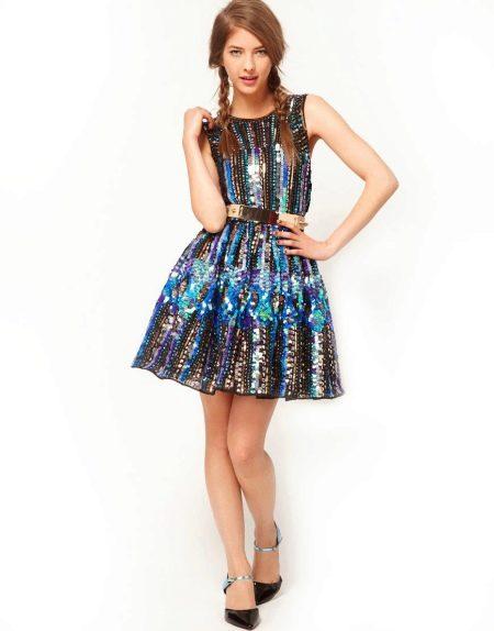Расклешенное платье с ремнем
