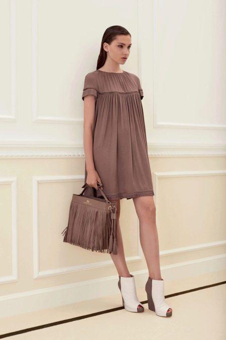 Свободное коричневое платье