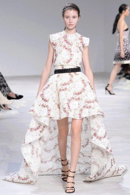 Платье а-силуэта короткое спереди длинное сзади