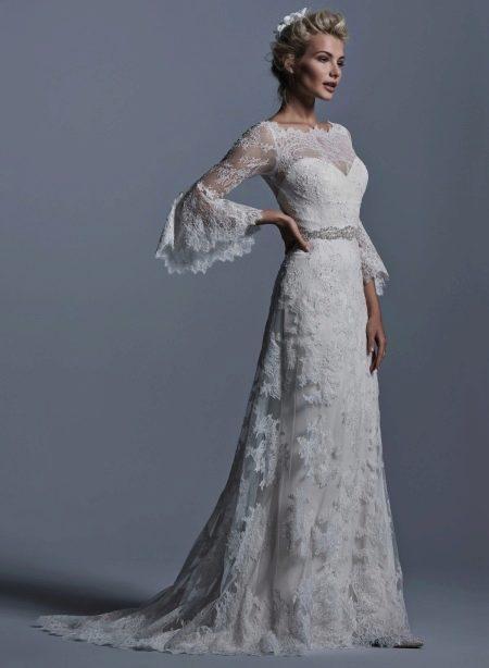 Гипюровое платье свадебное со шлейфом