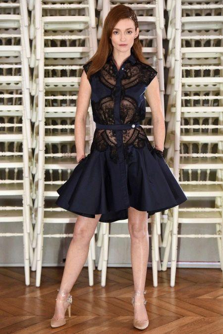 Платье с гипюровыми вставками черное а-силуэта
