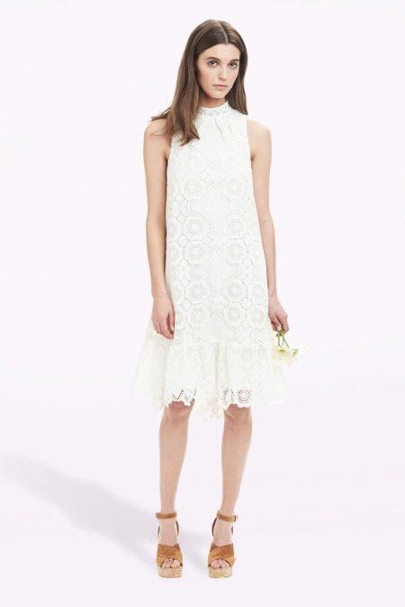 Летнее белое платье из гипюра