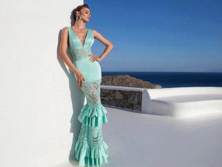 Атласное платье с гипюровыми вставками