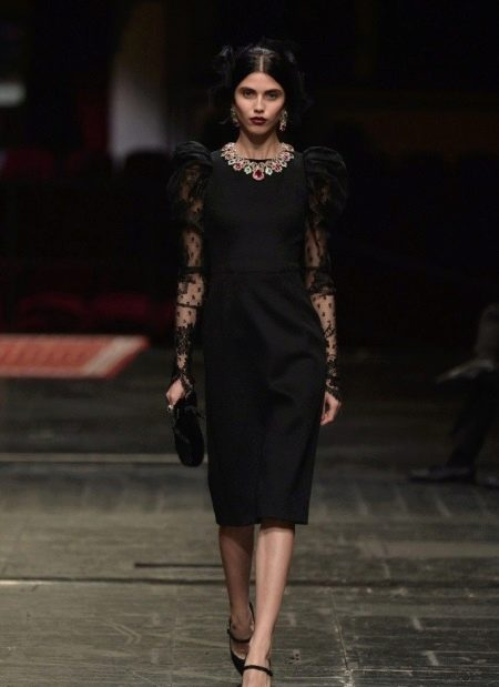 Платье в стиле шанель с гипюровыми рукавами