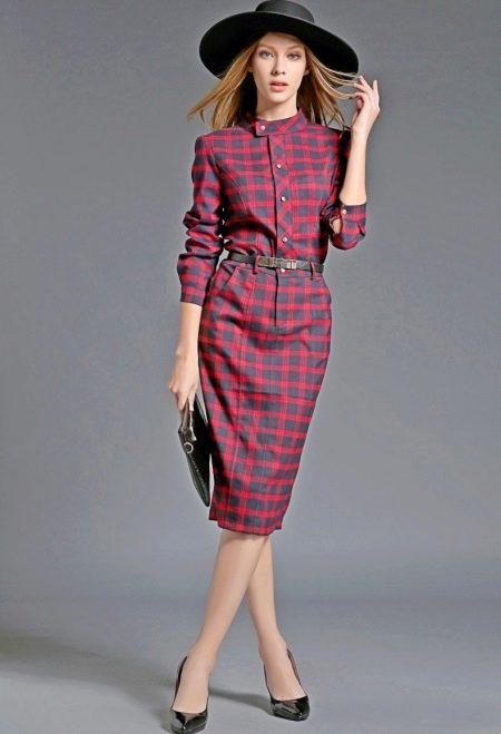 Красное платье в шотландскую клетку