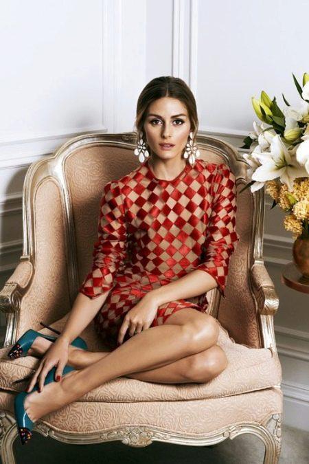 Красивое платье в красную клетку-ромбы