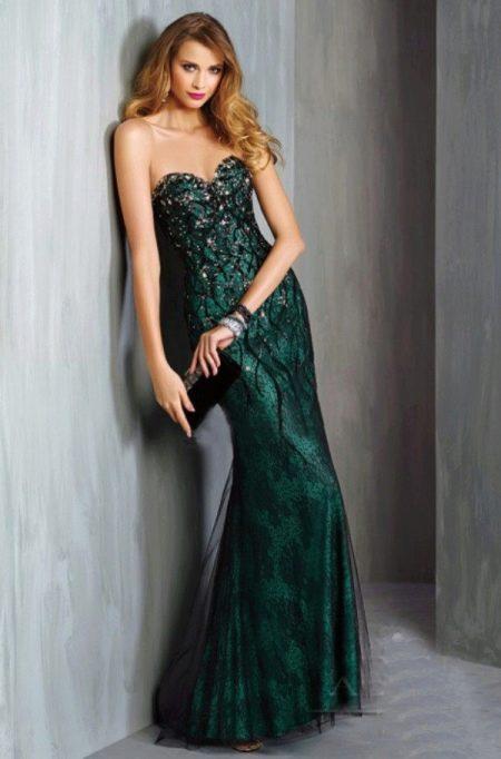 Кружевное черное платье с зеленым подкладом