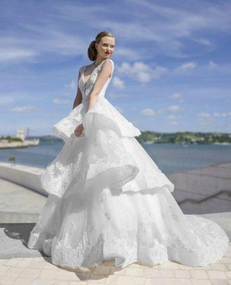 Белое пышное кружевное платье
