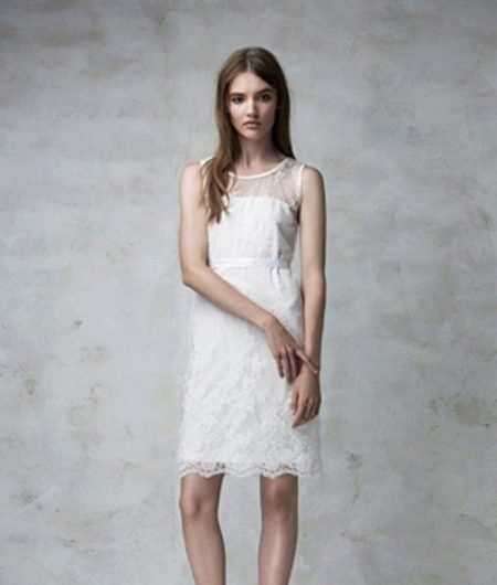 Кружевное платье с без рукавов