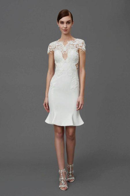Платье с кружевными короткими рукавами