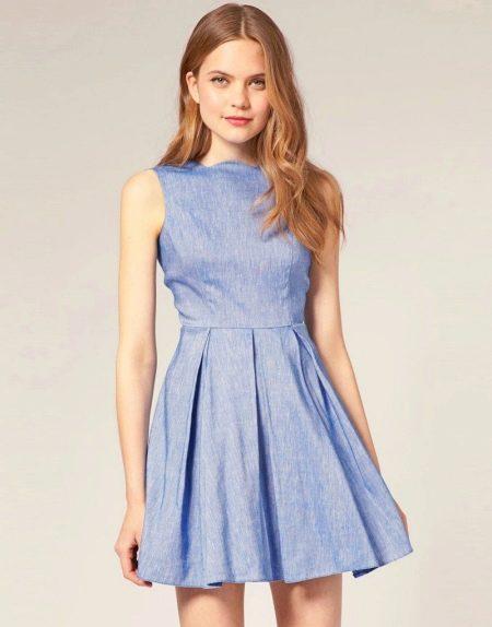 Короткое льняное платье с юбкой плиссе