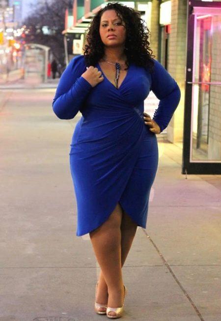 Синее платье с запахом для полных женщин