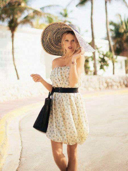 Летнее платье-баллон в сочетание со шляпой