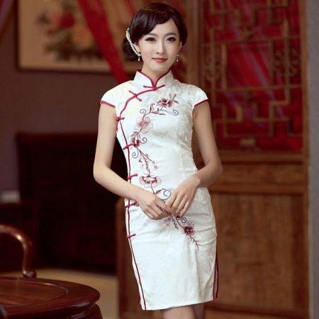 Платье-ципао в качестве униформы