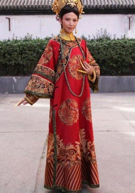 Традиционное платье-ципао (платье Чеонгсам)