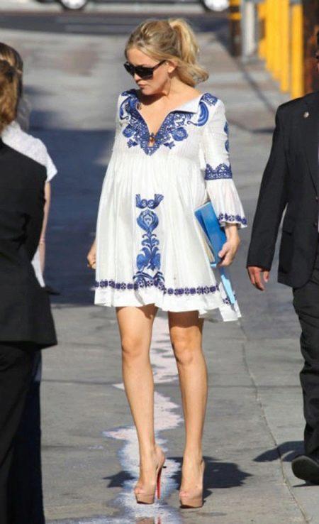 Платье для беременных с вышивкой