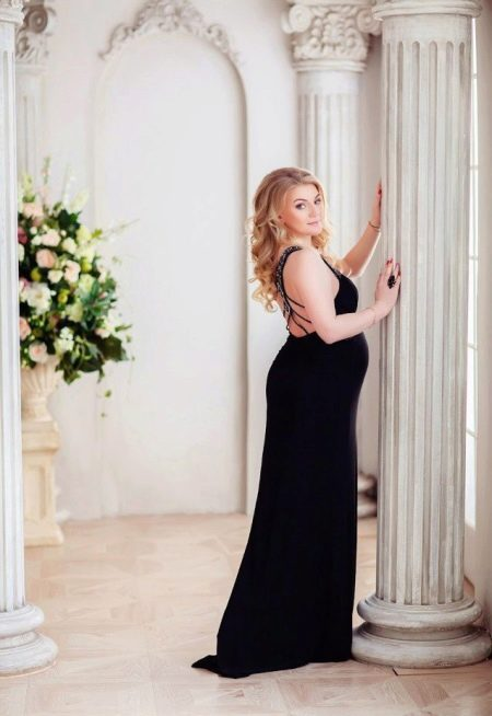 Фотосессия для беременной в черном длинном платье