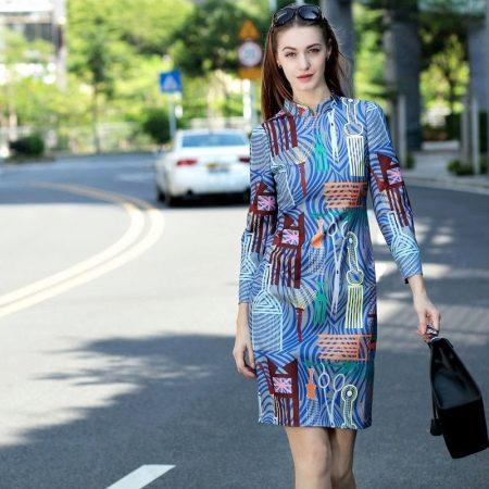 Платье-футляр с воротником стойкой