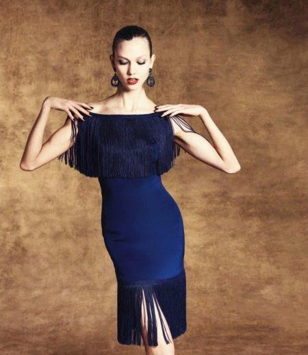 Синее платье футляр с бахромой
