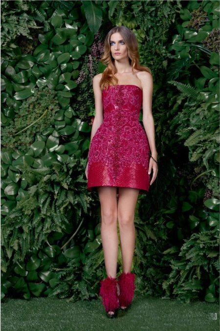 Платье-корокольчик из неопрена