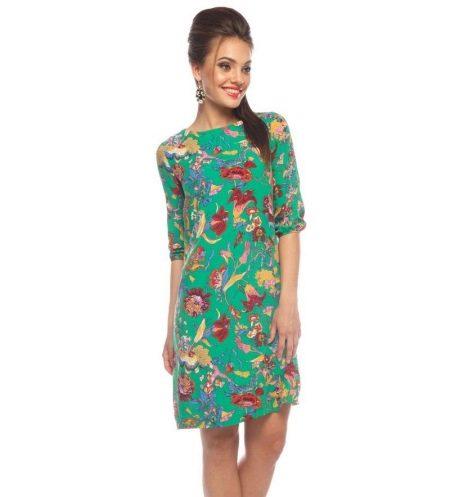 Зеленое с принтом штапельное платье средней длины