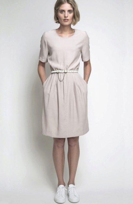 Белое платье средней длины из вискозы