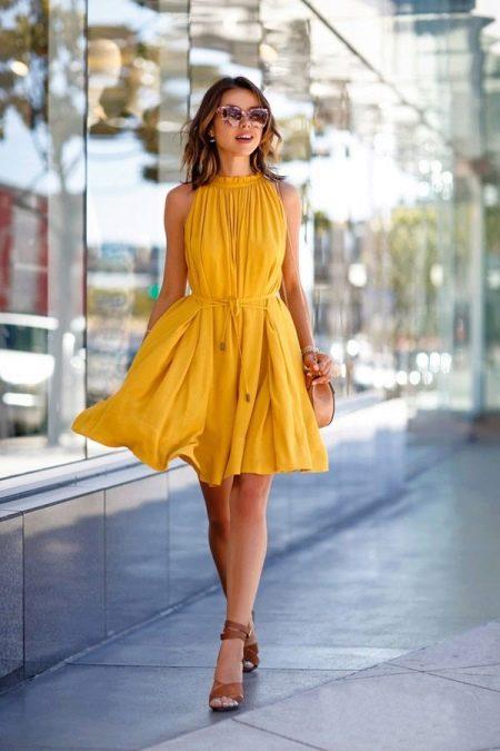 Платье из вискозы горчичного цвета