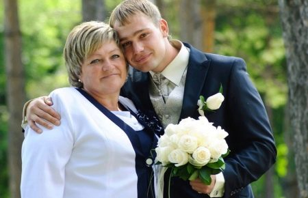 Мама с сыном на свадьбе