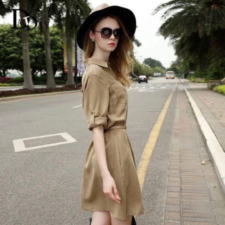 Светлое платье-рубашка в стиле сафари
