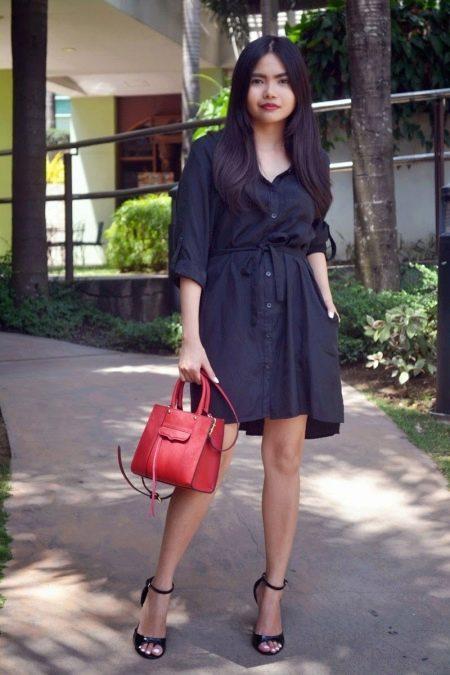 Черное свободное платье-рубашка