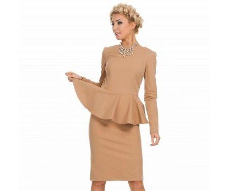 Бежевое платье с баской