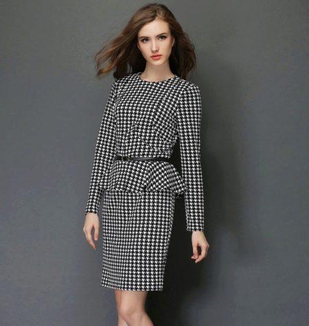 8317e9e410540d7 Если такое платье выполнено в сдержанной цветовой гамме и оно достаточно  закрытое, в нем вполне можно появиться в офисе. Более яркие наряды подойдут  для ...