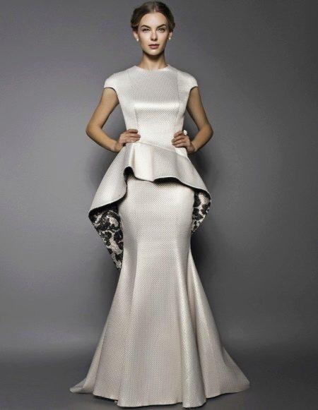 Свадебное платье с асимметричной баской