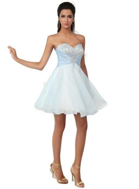 Платье с короткой пышной юбкой и корсетом
