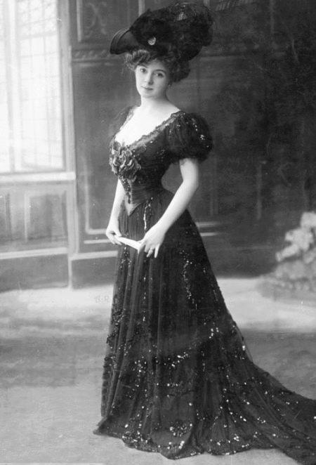 Старинное платье с корсетом