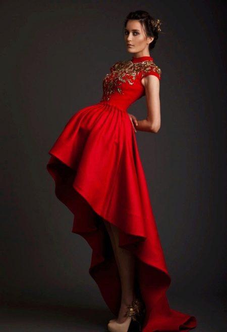 Короткое платье с корсетом и шлейфом