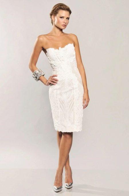 Белое платье с корсетом