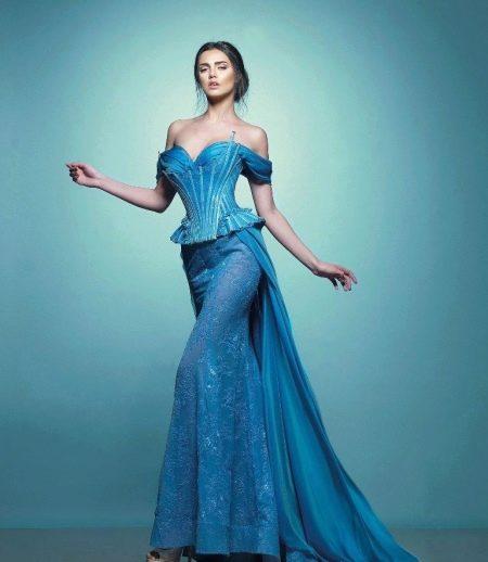 Красивое длинное платье с корсетом
