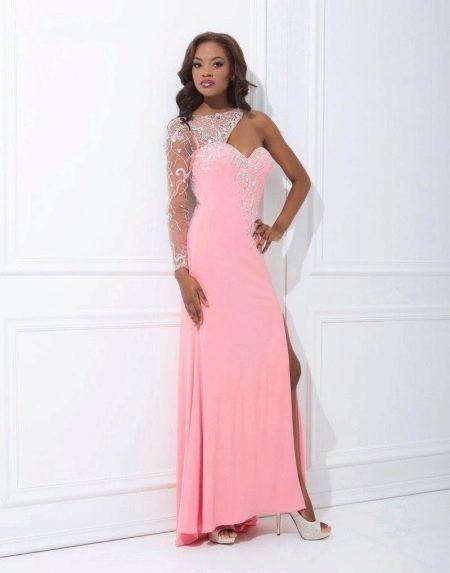Длинное розовое платье с одним рукавом